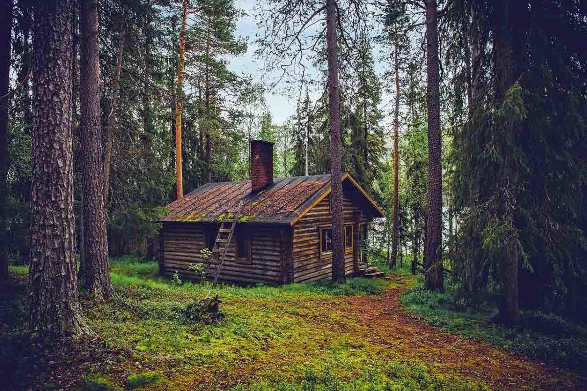 Winterzauber: Blockhütte mit Sauna in Finnland