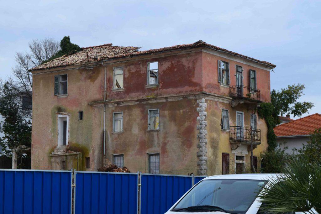 Verfallenes Haus in Malinska Krk
