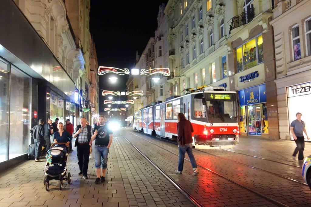 Straßenbahnen in der Altstadt von Brünn