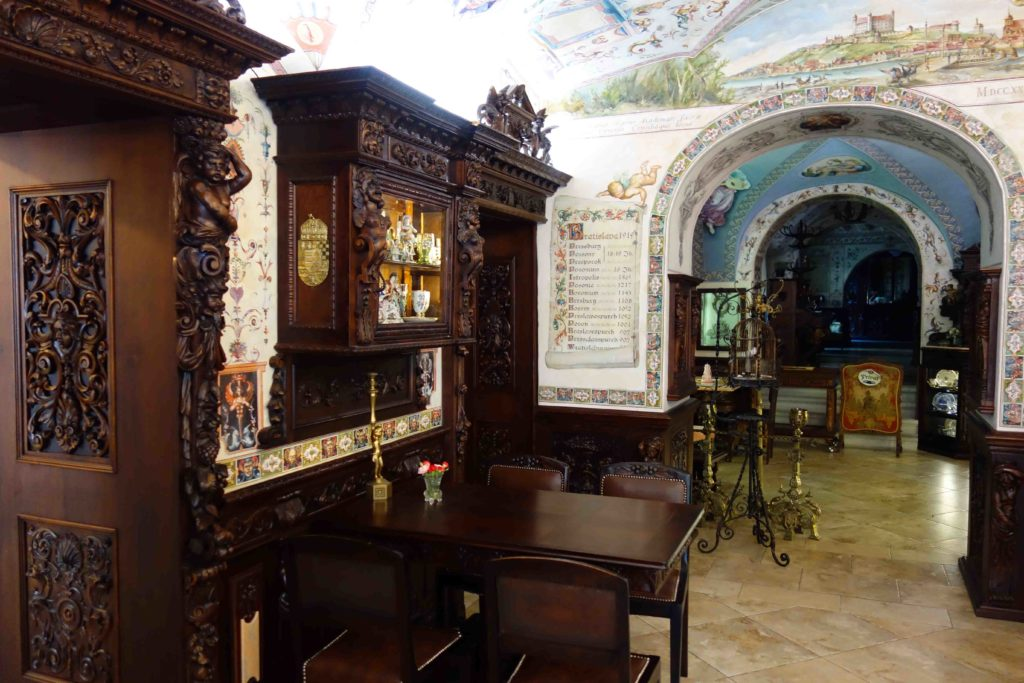 Antiquitäten in der Konditorei Kormuth