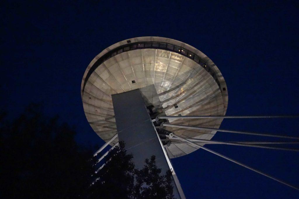 UFO Bratislava bei Nacht