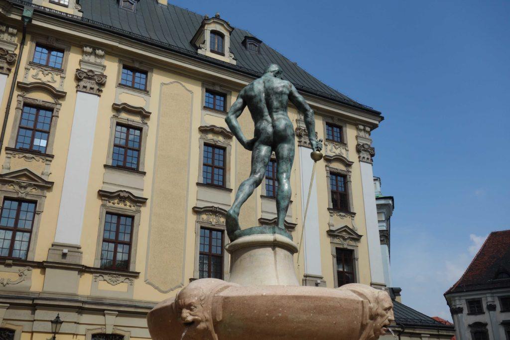 Brunnen vor der Breslauer Uni