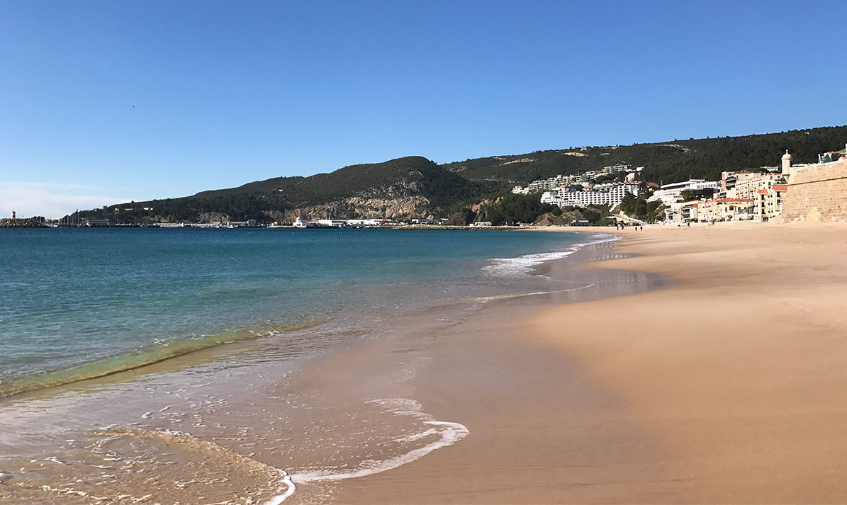 Strand in Sesimbra, Portugal