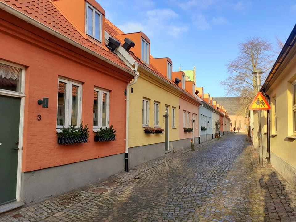 Farbenfrohe Häuser in Schweden